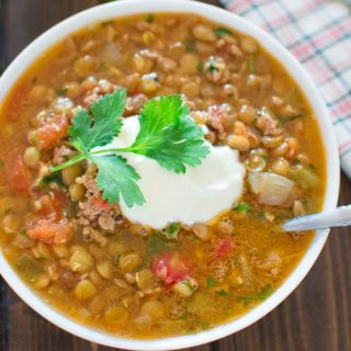 Tasty and so easy to make, this hearty Easy Lentil Chili is all you will be craving this autumn. ? tgncooking.com