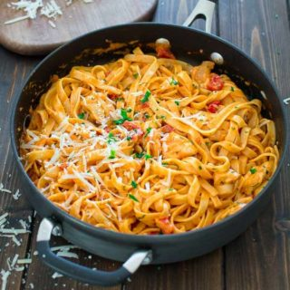 This elegant and creamy Fettuccine with Roasted Pepper Sauce and Chicken is made in under 30 minutes and requires just 6 ingredients. Your guests and family members will love it! ? tgncooking.com