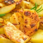 These Skillet Potatoes make a perfect side dish. Made with rosemary and lemon juice, they are aromatic and full of flavor! #potatoes #dinner #lunch #vegetarian #vegan #whole30 #recipeoftheday